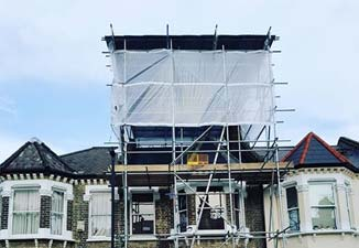 Temporary roofing scaffold